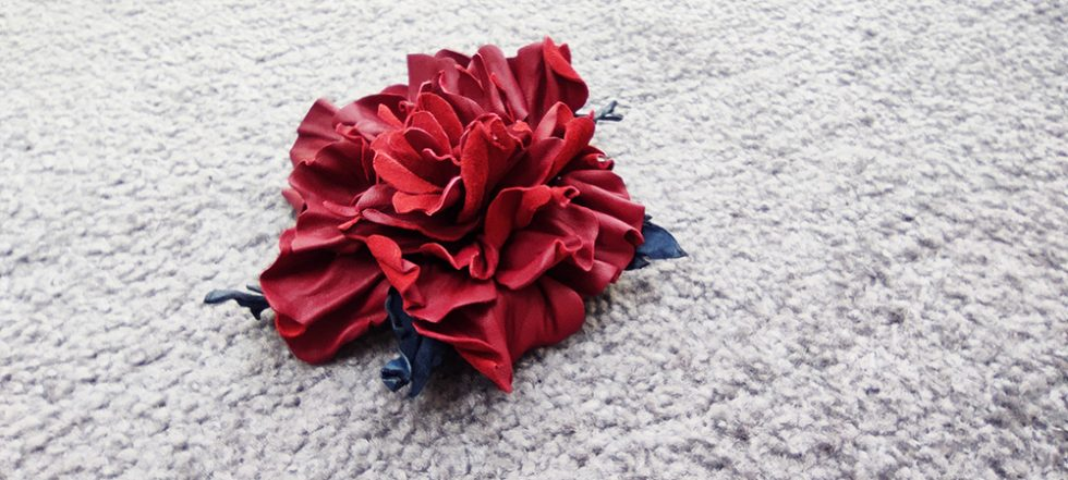 Роза из кожи своими руками