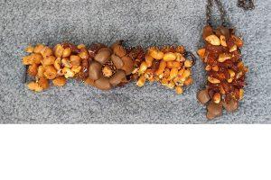 Украшение с янтарем и натуральной кожей | автор Илона Пузене