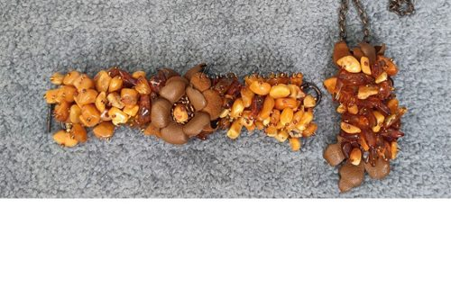Украшение с янтарем и натуральной кожей   автор Илона Пузене